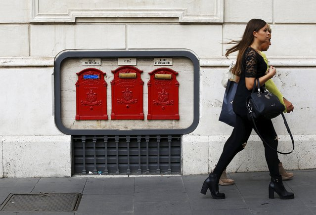 Women walk past mailboxes in central Rome October 9, 2015. Italy's Treasury set a price range for the initial public offering of the post office that values it at up to 9.8 billion euros ($11 bln), in what will be the country's biggest privatisation in a decade. The Treasury said on Friday that the post office group would be offering up to 38.2 percent of its capital, in a price range of 6.00-7.50 euros per share, roughly in line with market expectations. (Photo by Alessandro Bianchi/Reuters)