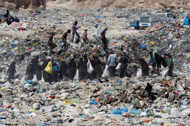 Iraqi people collect recyclable garbage at a dump, amid the spread of the coronavirus disease (COVID-19), in the holy city of Najaf, Iraq, August 26, 2020. (Photo by Alaa Al-Marjani/Reuters)