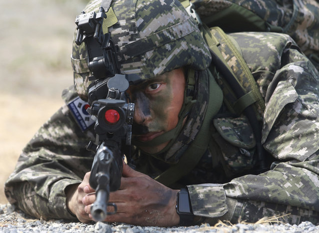A South Korea soldier aims his machine gun during the ongoing Cobra Gold U.S.-Thai joint military exercise on Hat Yao beach in Chonburi province, eastern Thailand, Saturday, February 17, 2018. Approximately 11,000 military personnel from the  U.S., Thailand, and South Korea are taking part in the annual drill. (Photo by Sakchai Lalit/AP Photo)