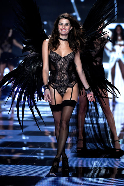 Model Isabeli Fontana walks the runway at the annual Victoria's Secret fashion show at Earls Court on December 2, 2014 in London, England. (Photo by Pascal Le Segretain/Getty Images)