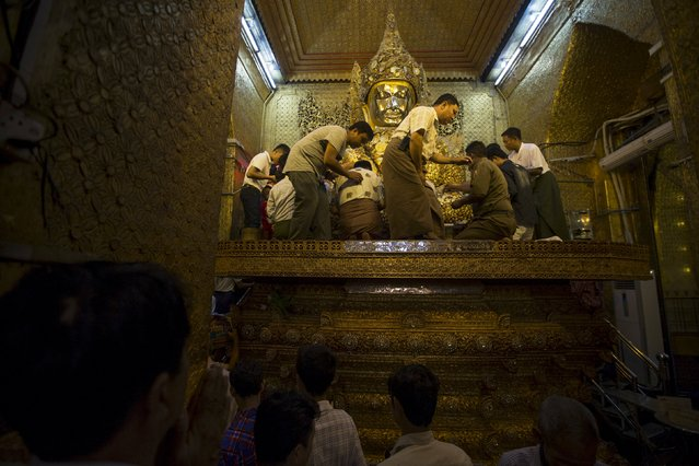 Men gather to pray inside Mahamuni Buddhist temple in Mandalay October 6, 2015. (Photo by Jorge Silva/Reuters)
