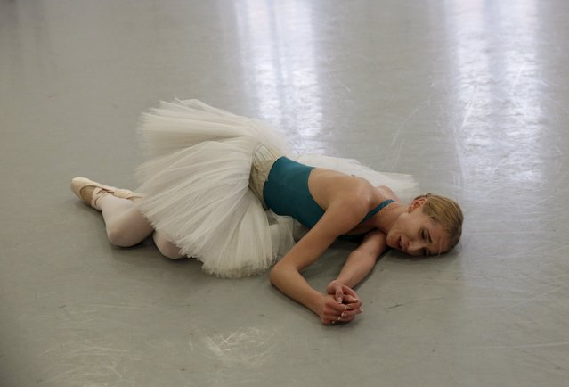 """Ballet soloist Valeria Zapasnikova lies exhausted on the floor during a rehearsal of """"The Nutcracker"""" choreographed by Nacho Duato at the Mikhailovsky Theatre in St. Petersburg, Russia November 19, 2015. (Photo by Grigory Dukor/Reuters)"""