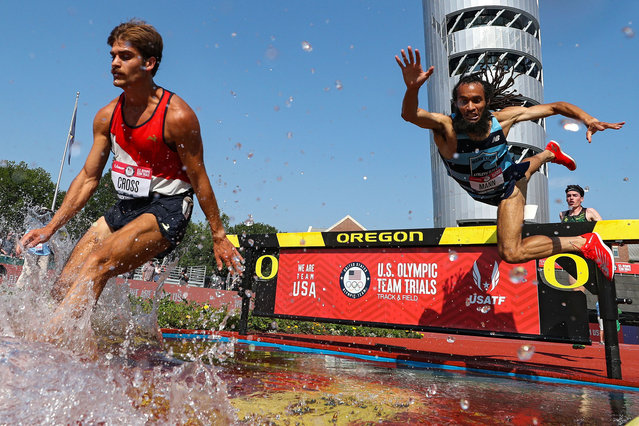 Jordan Mann (R) falls into the water as he and Jordan Cross compete in the first round of Men's 3000 Meters Steeplechase during day four of the 2020 U.S. Olympic Track & Field Team Trials at Hayward Field on June 21, 2021 in Eugene, Oregon. (Photo by Patrick Smith/Getty Images)