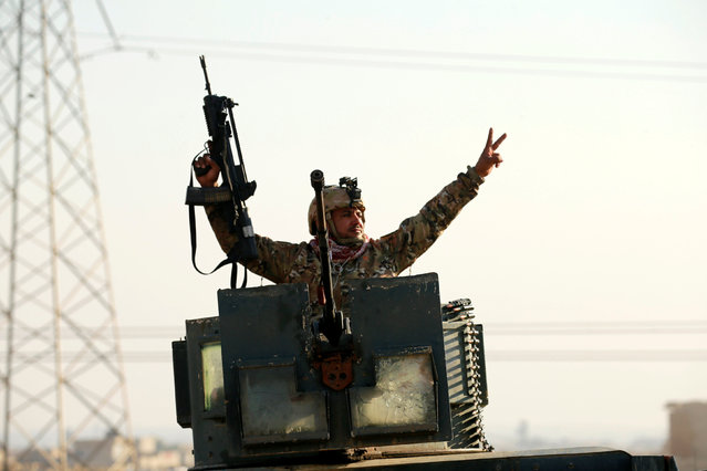 A member of Iraqi rapid response forces gestures during a battle with Islamic State militants in the Mithaq district of eastern Mosul, Iraq, January 3, 2017. (Photo by Thaier Al-Sudani/Reuters)