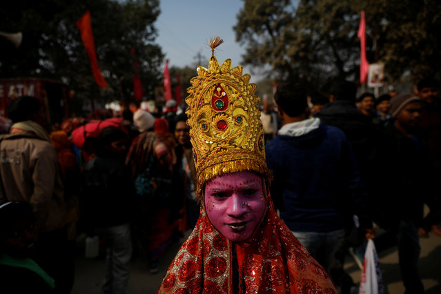 """A man dressed up as a Hindu god begs for alms during the first """"Shahi Snan"""" (grand bath) at """"Kumbh Mela"""" or the Pitcher Festival, in Prayagraj, previously known as Allahabad, India, January 15, 2019. (Photo by Danish Siddiqui/Reuters)"""