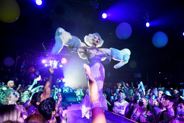 """Amanda Lepore performs during drag extravaganza """"Bushwig"""" that was cancelled last year due to the coronavirus disease (COVID-19) pandemic in New York City, New York, U.S., September 12, 2021. (Photo by Stephanie Keith/Reuters)"""