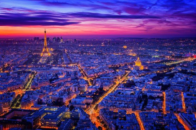 A spectacular vivid purple blanket sweeps over the city of Paris as a picturesque sunset hovers over the Eiffel Tower. (Photo by Caters News)