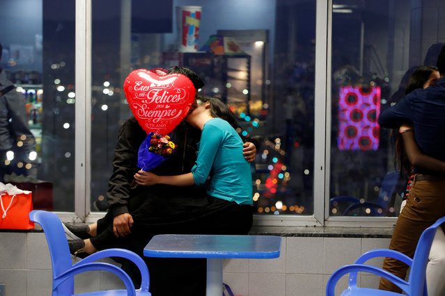 A couple is seen kissing at the cafeteria of the Torre Latinoamericana on Valentine's Day in Mexico City, Mexico February 14, 2017. (Photo by Jose Luis Gonzalez/Reuters)