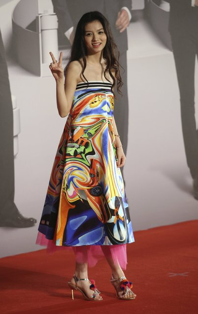 Chinese actress Jessie Li poses on the red carpet at the Hong Kong Film Awards in Hong Kong, China April 3, 2016. (Photo by Reuters/Stringer)