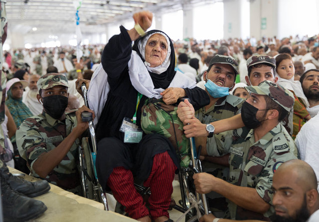 Saudi soldiers carry a woman on wheelchair as she throws pebbles as part on the symbolic al-A'qabah (stoning of the devil ritual) at the Jamarat Bridge during the Hajj pilgrimage near Mecca, Saudi Arabia, 11 August 2019. According to Saudi authorities, around 2.5 million Muslims are expected to attend this year's Hajj pilgrimage, which is highlighted by the Day of Arafah, one day prior to Eid al-Adha. Eid al-Adha is the holiest of the two Muslims holidays celebrated each year, it marks the yearly Muslim pilgrimage (Hajj) to visit Mecca, the holiest place in Islam. (Photo by EPA/EFE/Stringer)