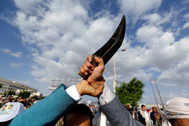 "Houthi followers hold up a traditional dagger, ""Jambiya"" during a demonstration against the U.S. intervention in Yemen, in the country's capital Sanaa, May 13, 2016. (Photo by Khaled Abdullah/Reuters)"