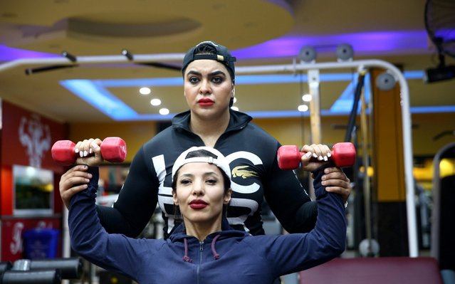 Iranian bodybuilder Sharareh Nobahari, 30, assists her fitness trainees at a gym in Tehran, Iran on September 20, 2019. (Photo by Nazanin Tabatabaee/Reuters)