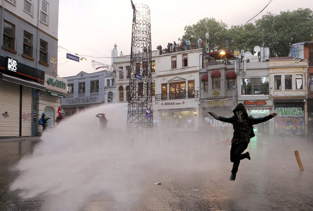 Turkish riot police use water cannon to disperse protesters as they clash during a demonstration for the victims of the Soma mine explosion, in Istanbul, Turkey, 14 May 2014. Turkey declared three days of mourning on 14 May as the death toll from the country's worst mining disaster in more than two decades reached 205, with fears that the number could climb much higher. (Photo by Sedat Suna/EPA)