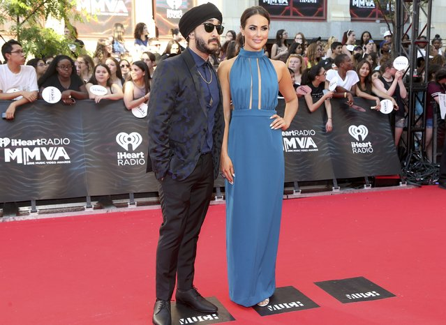 EOnline Canada host Chloe Wide and comedian Jus Reign arrive for the iHeartRadio Much Music Video Awards (MMVAs) in Toronto, Ontario, Canada June 19, 2016. (Photo by Peter Power/Reuters)