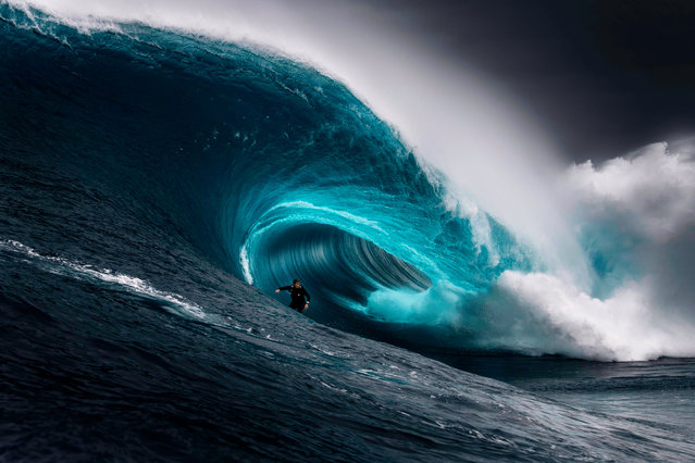 """""""The Right"""". (Photo by Ren Mcgann/2020 Nikon Surf Photography Awards)"""