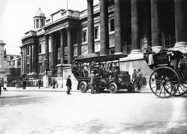 A Great Western Railway sightseeing charabanc outside the National Gallery, London, circa 1910.