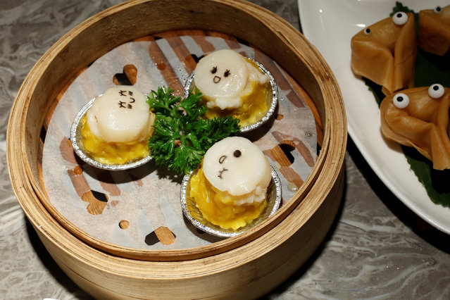 Steamed pock dumplings and deep-fried dumplings (L) are displayed for the photographer at Dim Sum Icon restaurant in Hong Kong, China July 25, 2016. (Photo by Bobby Yip/Reuters)