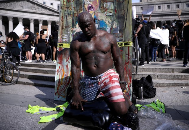 """A protester performs during """"I can't breathe"""" vigil and rally against the death in Minneapolis police custody of African-American man George Floyd, in New York, U.S. May 29, 2020. (Photo by Caitlin Ochs/Reuters)"""