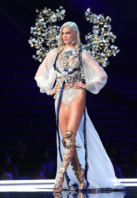 Karlie Kloss presents a creation during the 2017 Victoria's Secret Fashion Show in Shanghai, China, November 20, 2017. (Photo by David Fisher/Rex Features/Shutterstock)