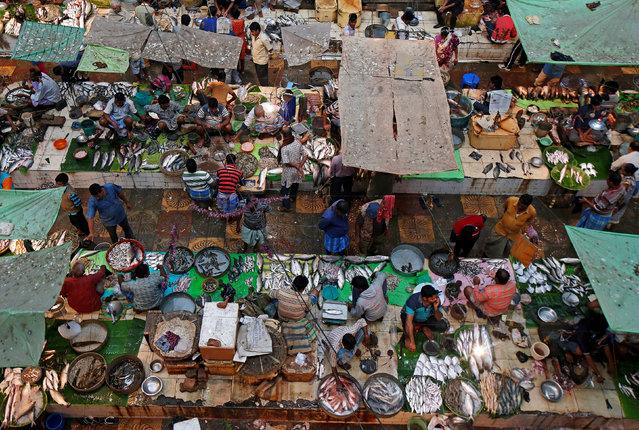 Vendors sell fish at a fish market in Kolkata, India, November 24, 2017. (Photo by Rupak De Chowdhuri/Reuters)