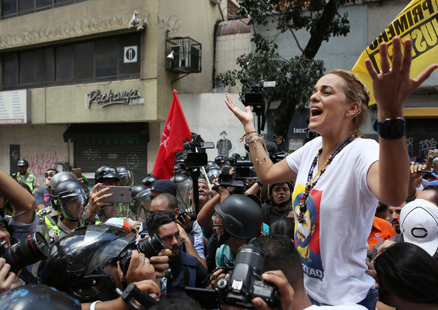 Lilian Tintori (R), wife of jailed Venezuelan opposition leader Leopoldo Lopez speaks to supporters as they takes part in a rally to demand a referendum to remove Venezuela's President Nicolas Maduro, in Caracas, Venezuela, September 16, 2016. (Photo by Reuters/Stringer)