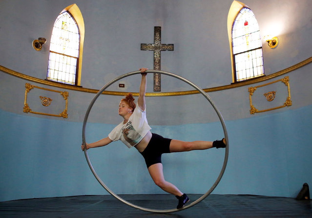 Aerial Emery trains on the cyr wheel at the Aloft Loft circus training and teaching school which was converted from a church, in Chicago, Illinois, U.S., September 20, 2016. (Photo by Jim Young/Reuters)