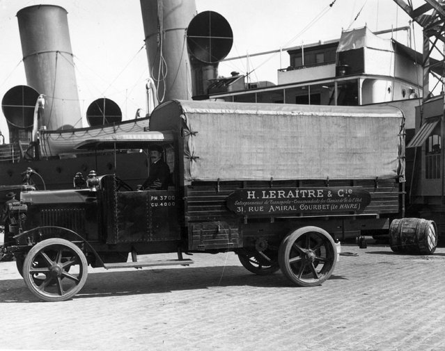 A lorry parked on the quayside at Le Havre beside a ship  to collect passengers' luggage, October 1922. (Photo by Ware/Topical Press Agency/Getty Images)
