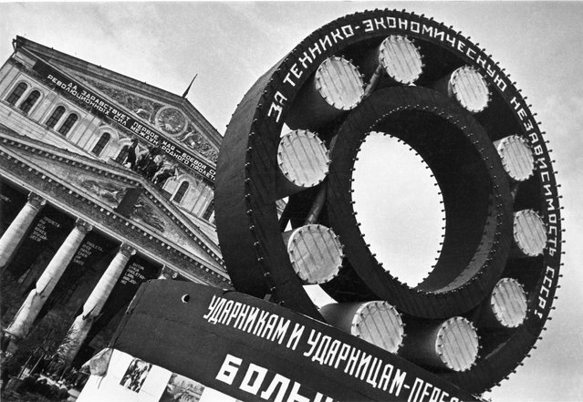 Technology Decides Everything, 1930s. Diagonal shots and bold cropping are some of the characteristic techniques used by the infamous left-wing photography collective, October. Their motto was 'new times demand new forms'. (Photo by October/Lumiere Brothers Center for Photography)