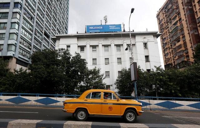 A taxi drives past a Reliance Communications Ltd., controlled by billionaire Anil Ambani, office building in Kolkata, India, September 9, 2016. (Photo by Rupak De Chowdhuri/Reuters)