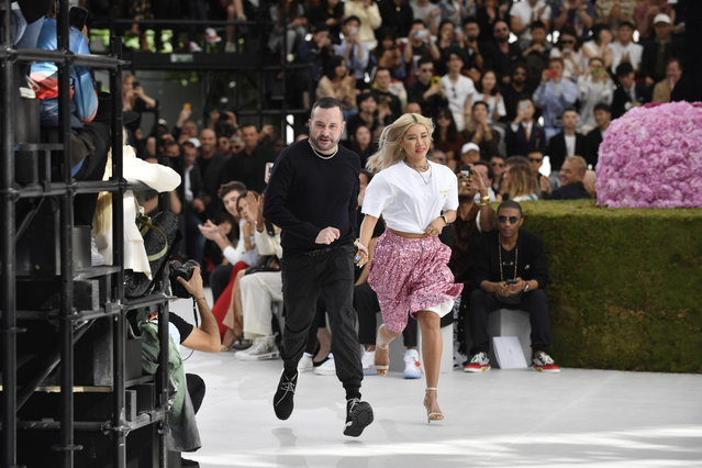 British designer Kim Jones and a guest takes to the catwalk to thank the audience after the Spring/Summer 2019 men's Collection for Christian Dior during the Paris Fashion Week, in Paris, France, 23 June 2018. The presentation of the Men's collections runs from 19 to 24 June. (Photo by Julien de Rosa/EPA/EFE)