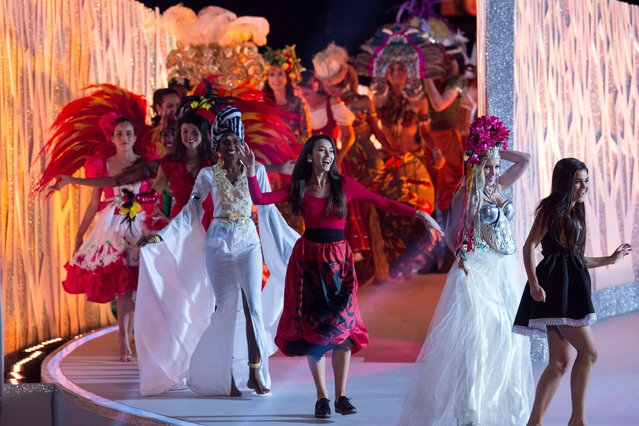 Contestants perform during the dress rehearsal of the Miss World Grand Final in Sanya, in southern Hainan province on December 18, 2015. (Photo by Johannes Eisele/AFP Photo)