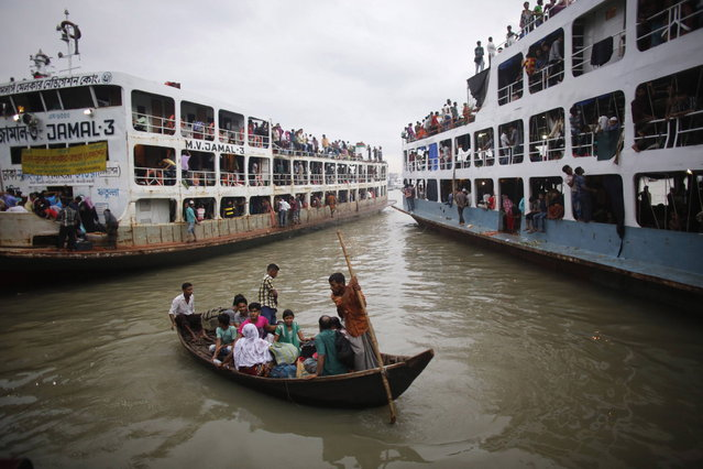 People are rowed to an overcrowded passenger boat at Sadarghat boat terminal in Dhaka August 7, 2013. Millions of residents in Dhaka have started the exodus home from the capital city ahead of the Eid al-Fitr holiday, which marks the end of the fasting month of Ramadan. (Photo by Andrew Biraj/Reuters)