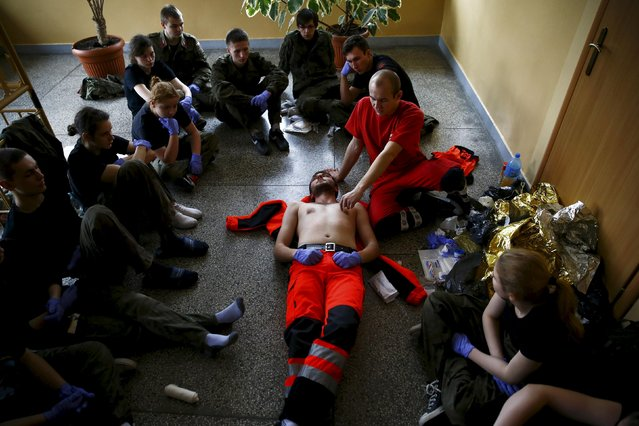 A rescuer explains medical treatment for participants of a medical course organised by paramilitary organisation called Obrona Narodowa (National Defence) in Mrozy near Minsk Mazowiecki, eastern Poland February 28, 2014. (Photo by Kacper Pempel/Reuters)