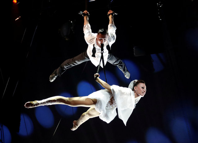 """Artists """"Sky Angels"""", winner of a Golden Clown award, perform during the gala of the 41st Monte-Carlo International Circus Festival in Monaco January 24, 2017. (Photo by Eric Gaillard/Reuters)"""