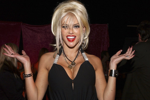 Model Anna Nicole Smith attends the Distinctive Assets Gift Lounge at the World Music Awards at the Thomas Mack Convention Center on September 15, 2004 in Las Vegas, Nevada. (Photo by Amanda Edwards/Getty Images)