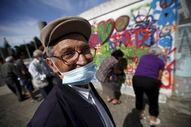 Hugo, 85, poses for a portrait during a graffiti class offered by the LATA 65 organization in Lisbon, Portugal May 14, 2015. (Photo by Rafael Marchante/Reuters)