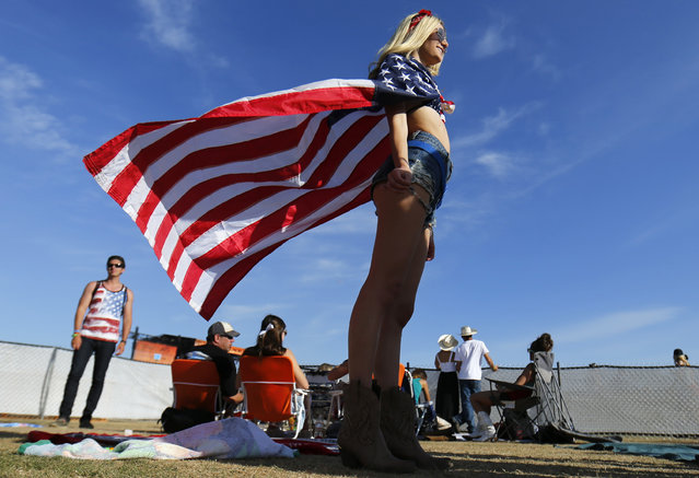 A country music fan cools off in the wind on the second day of the Stagecoach country music festival in Indio, California April 26, 2014. (Photo by Mike Blake/Reuters)