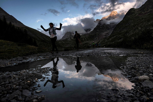 Ultra- trailers compete at sunrise on September 2, 2017 in Courmayeur, Italy, during the 15 th edition of the Mount Blanc Ultra Trail (UTMB), a 170 km race around the Mont Blanc crossing France, Italy and Switzerland. (Photo by Jeff Pachoud/AFP Photo)