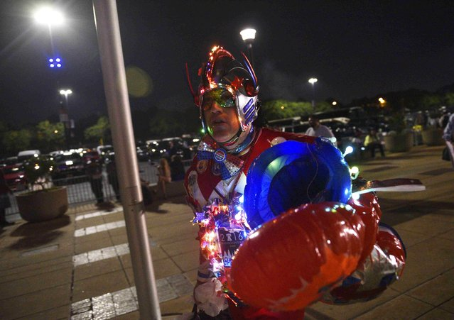 A delegate in costume attends the Democratic National Convention in Philadelphia, Pennsylvania. U.S. July 28, 2016. (Photo by Charles Mostoller/Reuters)