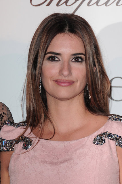 """Actress Penelope Cruz of Spain arrives at the premiere of """"Nine"""" at the Cinema Gaumont Marignan on February 18, 2010 in Paris, France. (Photo by Francois Durand/Getty Images)"""