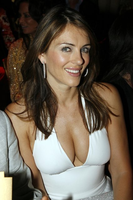 English actress and model Elizabeth Hurley attends the Valentino Fashion show during Paris Fashion Week (Haute Couture) Fall-Winter 2006/07 at Theatre National de Chaillot July 5, 2006 in Paris, France. (Photo by Eric Ryan/Getty Images)