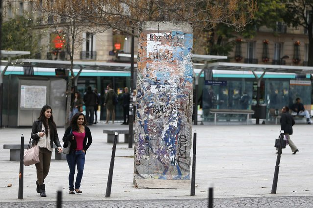 People walk near a piece of the Berlin Wall in Porte de Versailles in Paris October 20, 2014. (Photo by Charles Platiau/Reuters)