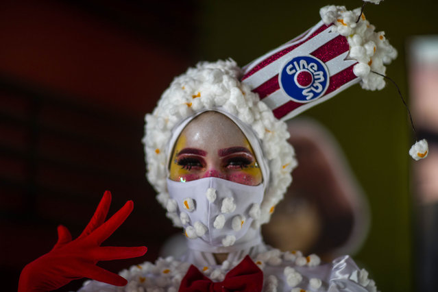 An employee in a costume poses during the reopening of a movie theater in Managua on August 28, 2020. Movie theaters reopened in Nicaragua after months of being closed due to the new coronavirus pandemic. (Photo by Inti Ocon/AFP Photo)