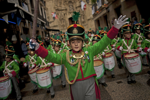 """Tamborilleros'"" wearing their uniforms march in the traditional ""La Tamborrada"", during ""El Dia Grande"", the main day of San Sebastian feasts, in the Basque city of San Sebastian, northern Spain, Tuesday, January 20, 2015. (Photo by Alvaro Barrientos/AP Photo)"