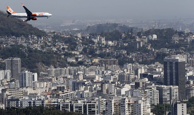 A Gol plane flies over in Rio de Janeiro as it prepares to land at Santos Dumont airport November 21, 2014. (Photo by Sergio Moraes/Reuters)