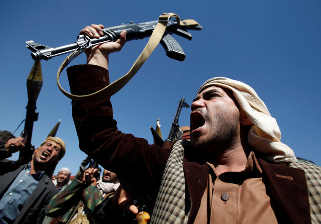 Pro-Houthi tribesmen shout slogans during a gathering held to mobilize fighters for battles against government forces, in Sanaa, Yemen November 24, 2016. (Photo by Khaled Abdullah/Reuters)