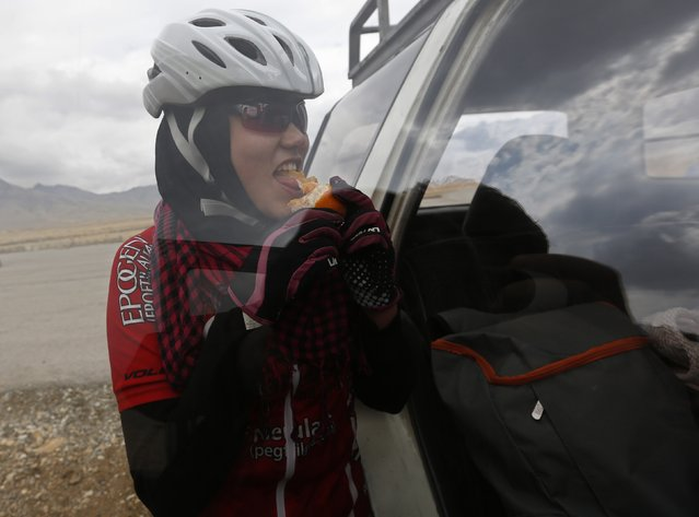 Masooma Alizada, a member of Afghanistan's Women's National Cycling Team eats an orange after training on the outskirts of Kabul February 20, 2015. (Photo by Mohammad Ismail/Reuters)