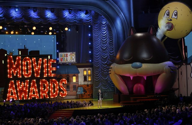 Comedienne Amy Schumer opens the show at the 2015 MTV Movie Awards in Los Angeles, California April 12, 2015. (Photo by Mario Anzuoni/Reuters)
