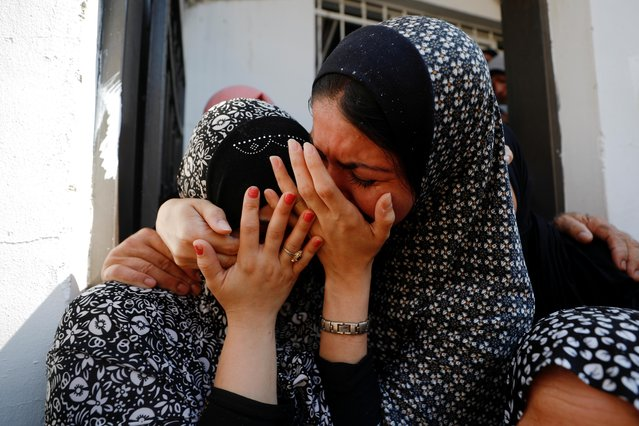 Relatives mourn during the funeral of Palestinian Saleh Ammar, who was killed with others by Israeli forces during clashes at an Israeli raid, according to a local official, in Jenin, in the Israeli-occupied West Bank, August 16, 2021. (Photo by Mohamad Torokman/Reuters)