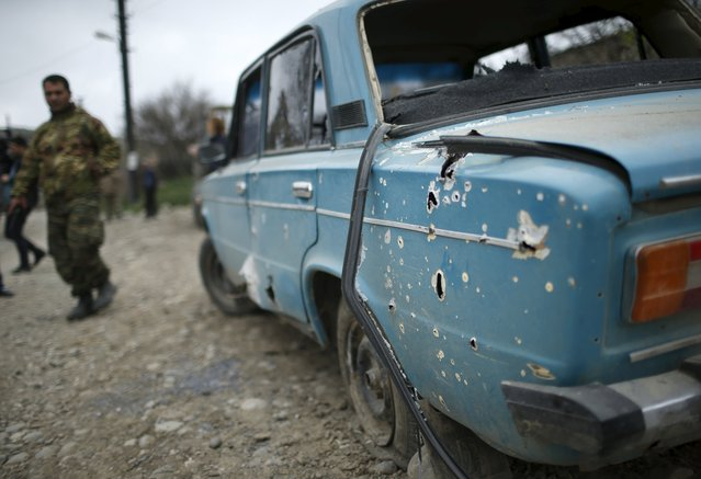 A car hit by shrapnel is seen in the Nagorno-Karabakh's village of Talish April 6, 2016. (Photo by Reuters/Staff)